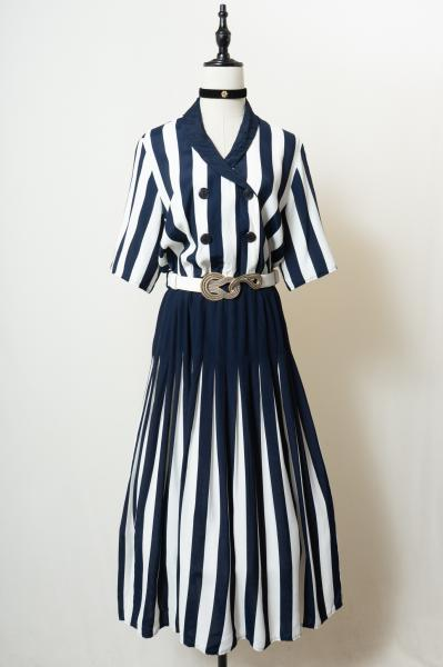 Made In Euro White×Navy Stripe Pleats Dress
