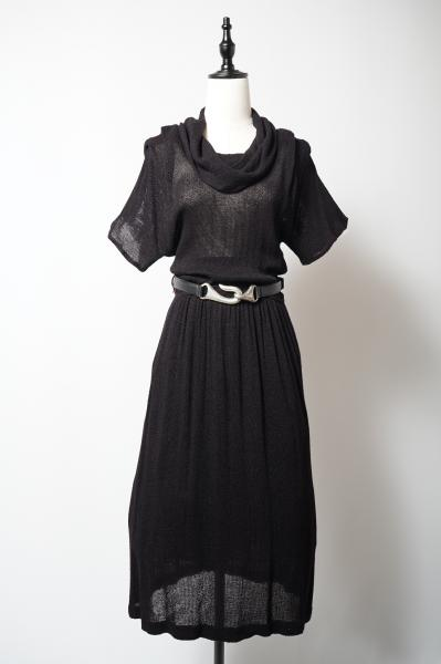 Black Low gauge Off Turtle neck Dress