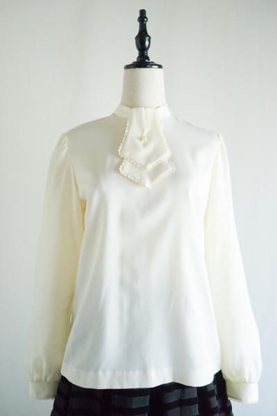 Scarf-like Off white Blouse