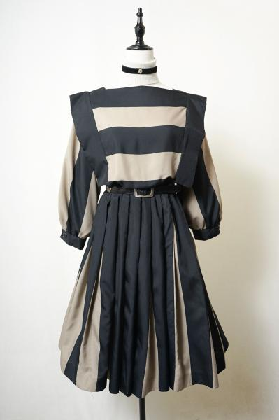 Black×Beige Dolman sleeve Pleats Dress