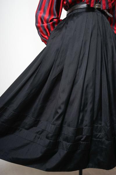 Pleats Design Black Flare Skirt