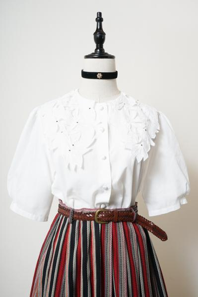 Made In Euro Flower Design Collar White Blouse
