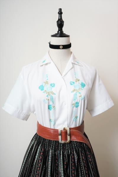 Flower embroidery White Blouse