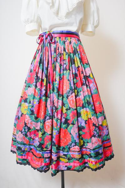 Ribbon Design Flower Pattern Flare Skirt