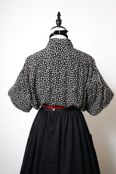 Small Tile Flower Motif Black Blouse