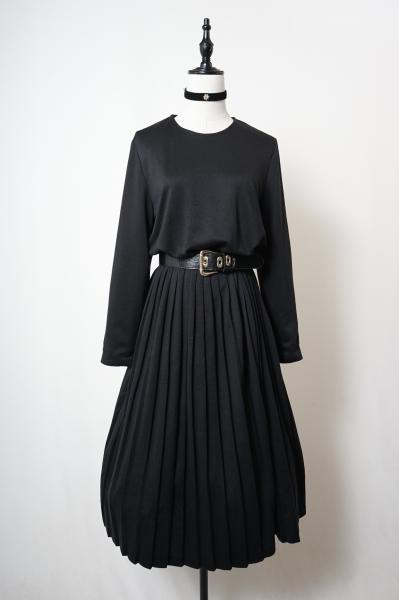 Collar less Simple Black Pleats Dress